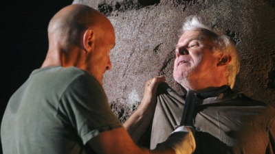 John Locke and his father Anthony Cooper in LOST 3x19 The Brig